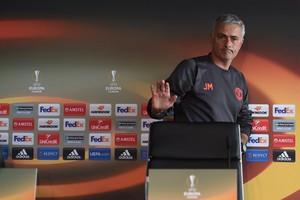José Mourinho tijdens de persconferentie in aanloop naar het duel met Fenerbahçe. © AFP