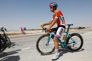 Dylan Groenewegen tijdens de verkenningsronde van het WK parcours van de wegwedstrijd in Qatar. © ANP