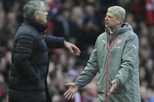 José Mourinho en Arsène Wenger tijdens Manchester United-Arsenal. © Hollandse Hoogte